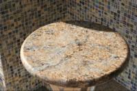 okrogla mizica iz kamna