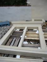 okenski okvirji iz pescenjaka