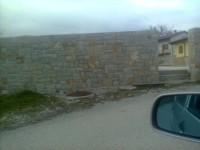izdelan zid iz kraskega kamna